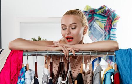 Kleiderkauf: Wie stelle ich eine kluge Basis zusammen?