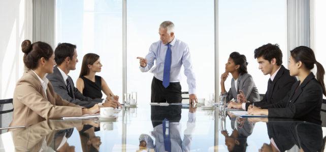 Wie wähle ich den richtigen Platz am Konferenztisch?